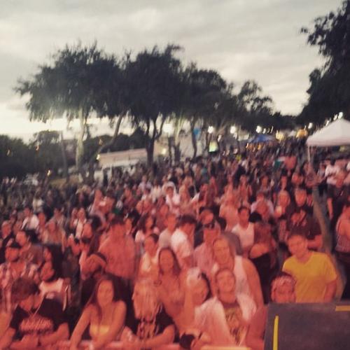 LOP Oles crowd